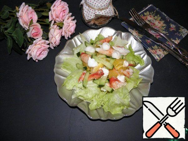 Spread on a salad sheet, make a mayonnaise net (or fill as you like).