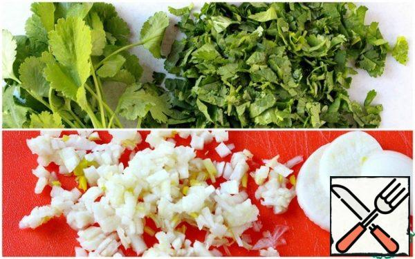 Cut the coriander. Finely chop the garlic.