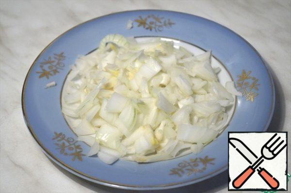 Finely chop the onion.