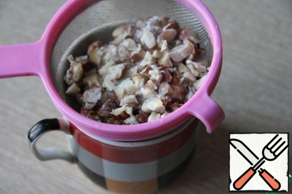 Strain the milk from the nuts. Pour some milk into a French press for foaming.