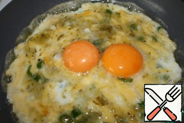 Then carefully spread the yolks, and fry until tender.