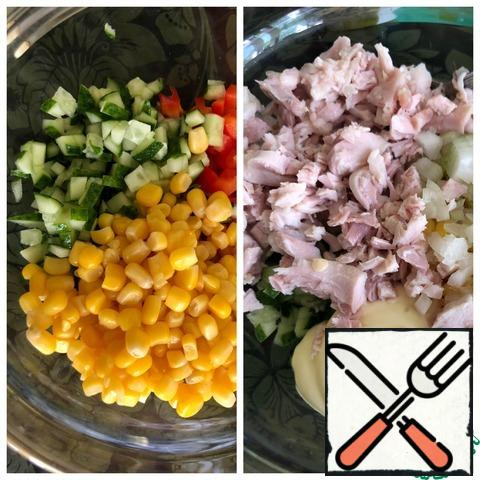 Cucumber and pepper cut into small cubes, add corn and mayonnaise. Finely chop the onion and cut the breast into small cubes. Add spices.