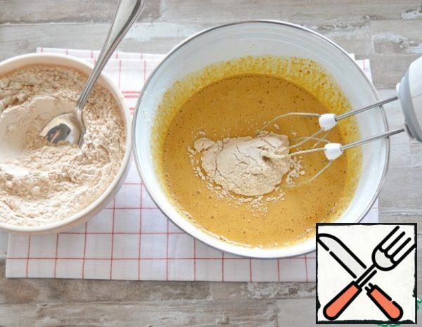 Now, at low speed of the mixer, gradually introduce the flour mixture into the liquid ingredients.