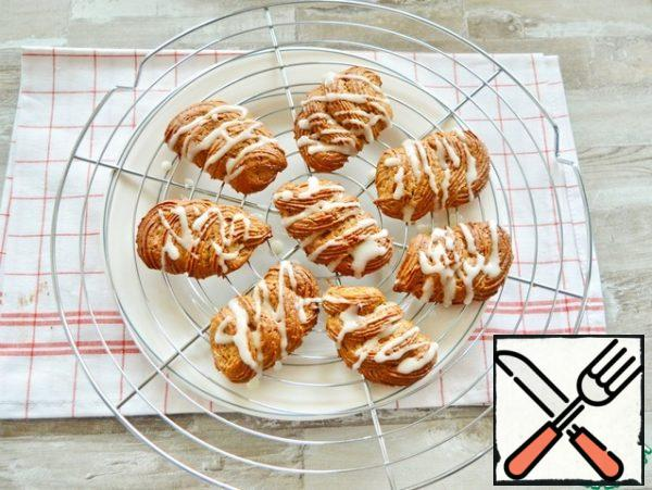 Bake in a preheated oven at t=180-190°C. Cool the finished cookies on the grill and decorate with icing if desired.