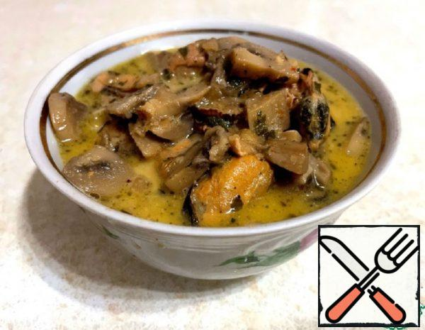Mussels with Mushrooms, Stewed in Sour Cream Recipe