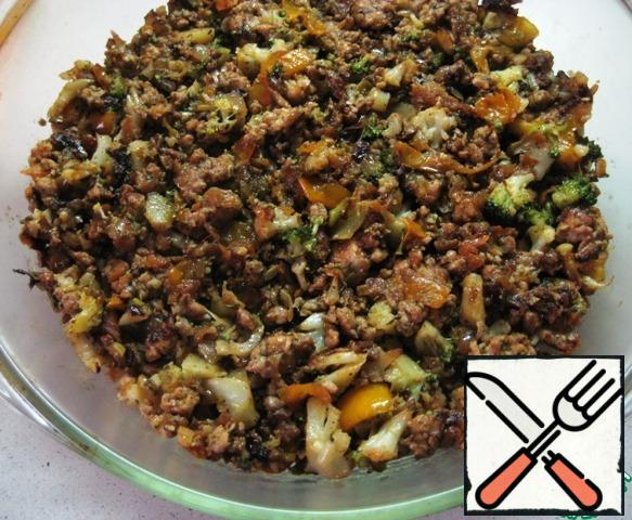 Put the minced meat on top and smooth it out.
