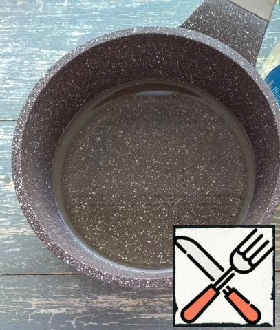 Pour vegetable oil into a saucepan. Bring to boil.