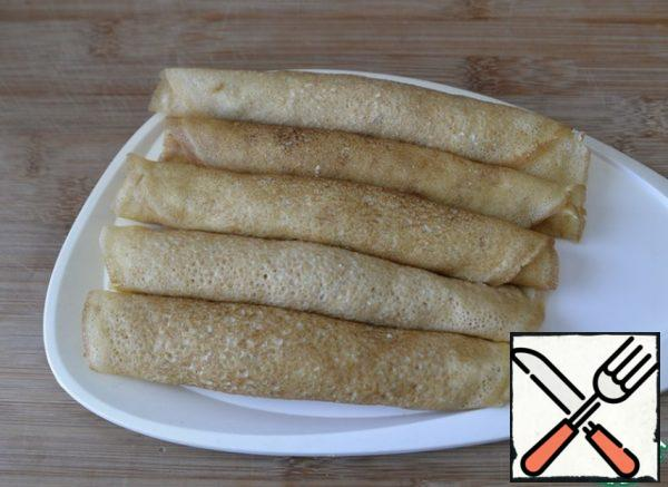 Roll the pancake tightly into a tube. We put the pancakes in the refrigerator before slicing, I recommend putting them in the freezer for 15 minutes, so it will be easier to cut.
