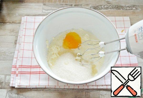Cream, salt, sugar, egg, vanilla mix with a mixer until smooth.