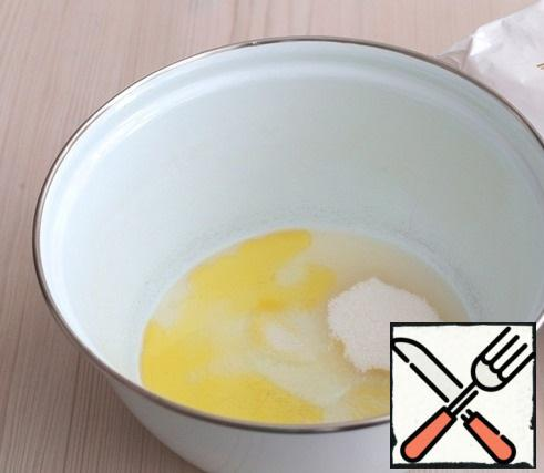 In a bowl, add 1 egg white, add sugar (2 tablespoons), add salt (1/2 teaspoon), add 2 tablespoons of olive oil.