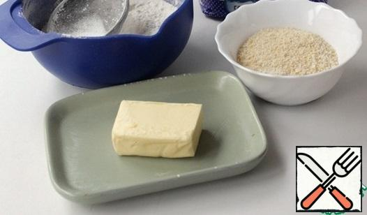 Frozen butter finely chop with a knife or grate on a coarse grater. Sift wheat flour with baking soda. In a bowl, mix the butter, wheat and almond flour until fine. Put in the refrigerator for 20 minutes.