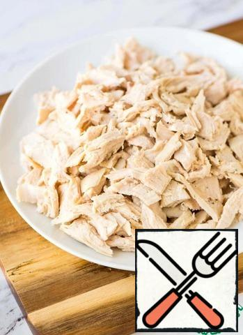 Toss the chicken fillet in salted, boiling water and cook until tender. Cut the boiled chicken fillet into cubes.