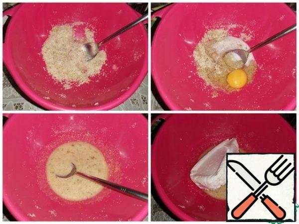 Combine vanilla sugar, semolina, nuts and sugar. Pour in the milk and egg and mix. Then add the cottage cheese and mix well.