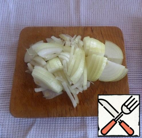 Prepare the products. Cut the onion.