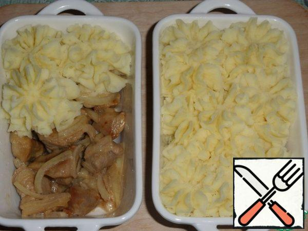 Spread mashed potatoes on top of the meat.