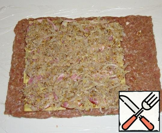 Put the onion filling on the ham.