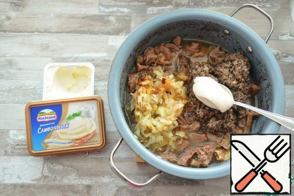To the stewed beef, add toasted onions, chopped mushrooms, melted cheese. Add salt and nutmeg to taste.