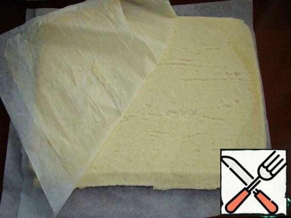Cover the finished biscuit with baking paper, carefully turn it over and remove the paper on which it was baked. Sponge cake can be rolled into a loose roll ( I did not do this). Thus, it is necessary to bake two biscuits.