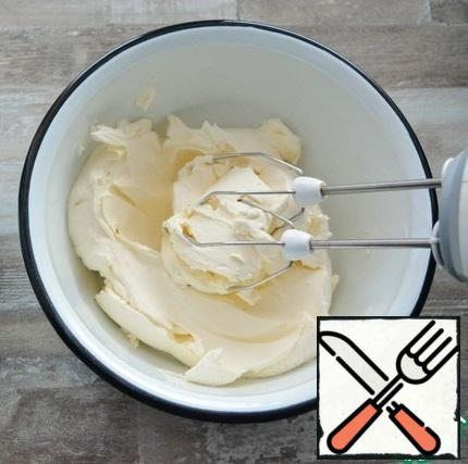 For the cream, whisk the curd cheese with vanilla and powdered sugar