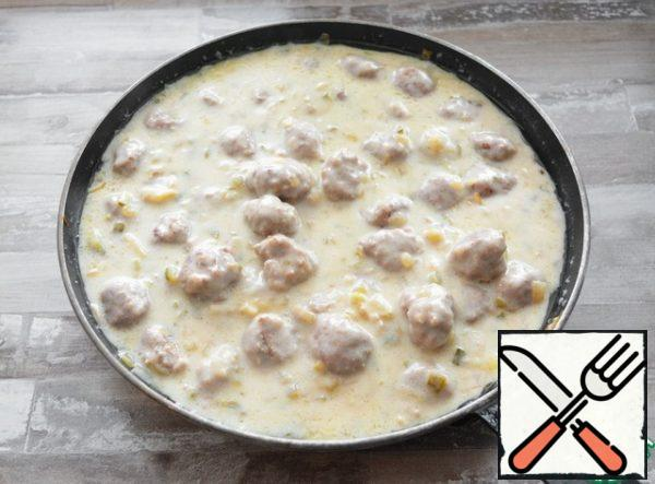 Pour the milk-cheese mixture into the meatballs. And stirring, boil everything together for another 5 minutes. If desired, add chopped dill to the sauce or sprinkle it on top of the meatballs.