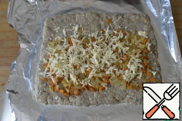 Sprinkle the filling on top with grated cheese.