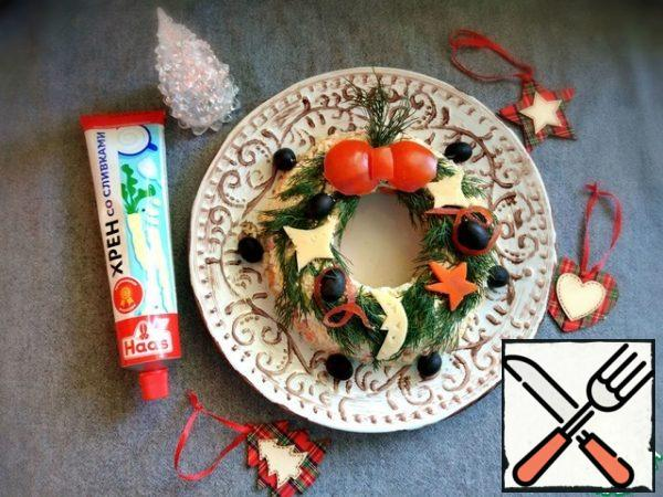Decorate the wreath. I will use thick sprigs of dill. Using kitchen scissors, I will cut figures out of cheese, tomatoes, and carrots. I'll put them nicely. I'll add olives to the decor. Decorate the wreath to your liking, I gave you an idea.