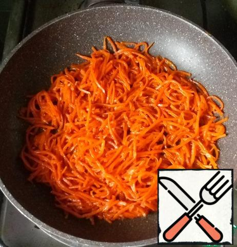 Grate the carrots on a Korean grater. Fry in vegetable oil. Add salt, honey, Narsharab, mix gently. At the end, if you like, you can add chopped garlic.