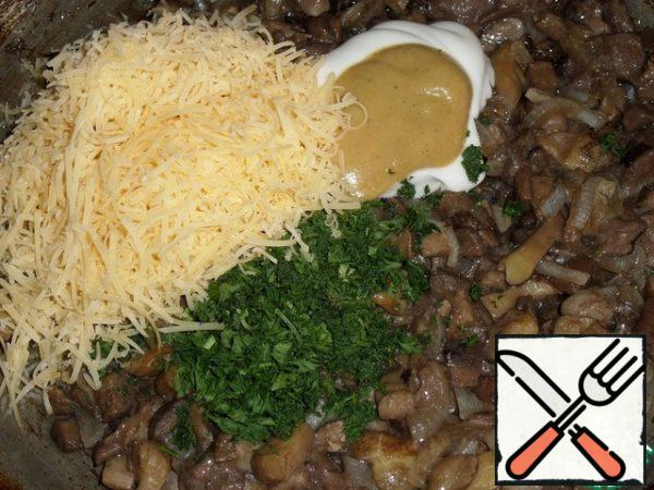 To the fried mushrooms, add sour cream, mustard, a pinch of salt, chopped herbs (I have parsley), cheese.