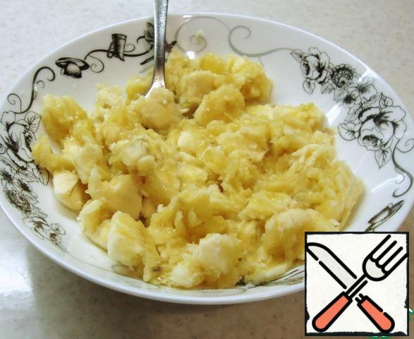 Peel and mash the bananas with a fork. You can leave some larger pieces.