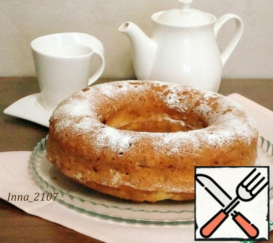 Sprinkle with powdered sugar or prepare a glaze to your taste and pour over the cake.