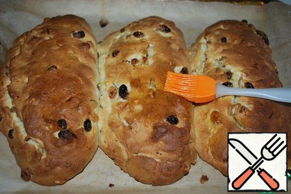 Ready, hot stollen immediately smear well with butter.
