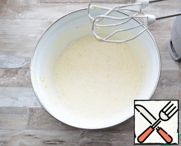 Add sour cream and mix everything with a mixer in a fluffy mass. Then add the flour and beat again with a mixer
