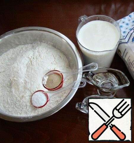 First of all, you need to prepare the dough. To do this, prepare all the necessary ingredients.