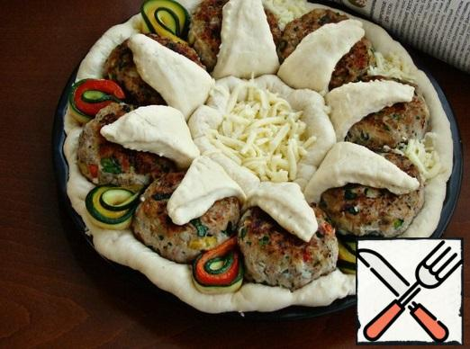 The petals of the zucchini and peppers, put between the cakes. Decorate the center of the pie in the form of a roll with peppers, eggplant slices and zucchini.