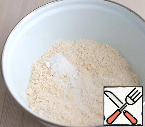 Next, add 1 pinch of salt and 1 teaspoon of powdered sugar.