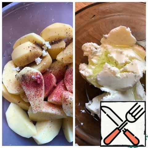 Peel the potatoes and cut them into slices. Add to the potatoes garlic passed through the press, salt, pepper, paprika. In a bowl, mix the curd cheese and olive oil.