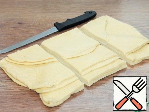 Divide the dough into 3 parts.