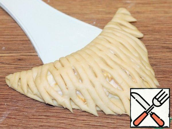 Cover the baking sheet with baking paper (lubricate with oil) or a silicone Mat (do not lubricate with oil) and spread with a flour - dusted spatula-pies. Lubricate the pies with liquid sour cream (10%) or milk, cover with a film and put in a warm place to increase the dough by 2 times.