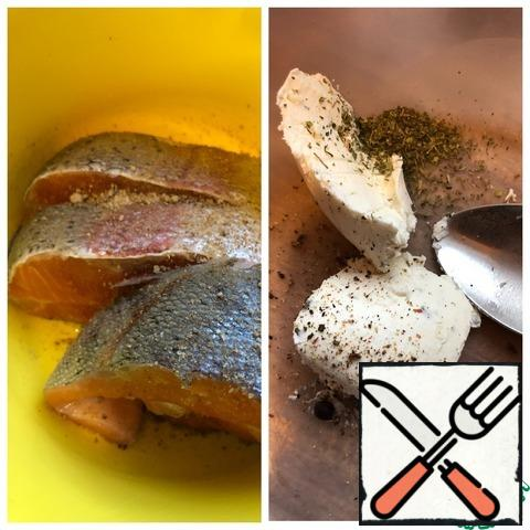 Add Adyghe or Basil salt to the trout steaks. In a bowl for marinating, put cottage cheese, juniper berries, ground pepper and dried celery.