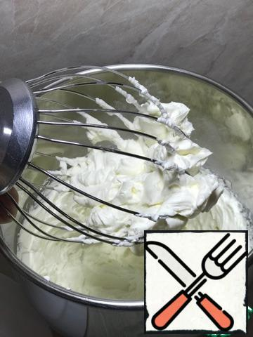 """Sour cream and butter cream. For the cream, you will need """"weighed"""" sour cream. Cooking it is easy! We take out a deep bowl. We install a sieve or colander on it. Take the gauze and put it in 4 layers. We put it in a sieve. Pour our sour cream on the gauze. Important! Sour cream author indicates 30%, but I did not find one, I have 25%. We tie the gauze in a knot so that all the sour cream remains inside. Tight. Put it in the refrigerator for 12 hours. Periodically, you can check for the released serum, drain it so that the bottom of the sieve does not touch it. After the specified time, we take out, open, take out our weighed sour cream. Beat very cold sour cream with cream and sugar at the maximum speed of the mixer for about 10-15 minutes until the consistency of whipped cream. The percentage of fat content of sour cream and cream is very important, dairy products with lower fat content are not whipped into a stable cream."""