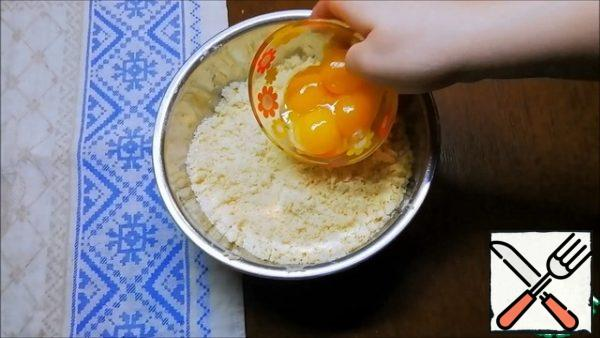Add 4 egg yolks. You do not need to knead for a long time.