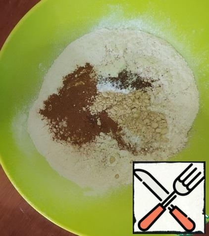 Sift the flour. Add baking powder and spices to it. Mix everything well.