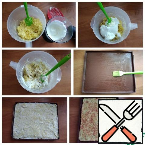With a silicone spatula, I carefully combined the mass, pepper. This is optional. Add the whipped whites and gently mix them into the potato dough. For baking, I'll take a silicone mat. Its size: length-30 cm and width-25 cm. Lubricate the mat with oil. Spread the dough and level it on the mat evenly. The amount of this dough I have exactly the size of this mat, so I specified the exact weight of the potatoes. If you do not have such a mat, then you can bake on protvin, covered with baking oiled paper, but the size should be the same. The optimal size and thickness of the baked dough for the roll. Put in the preheated oven to t-180 C for 30 minutes. Be guided by your oven. I have enough time! The base for the roll is ready. Remove from the oven.