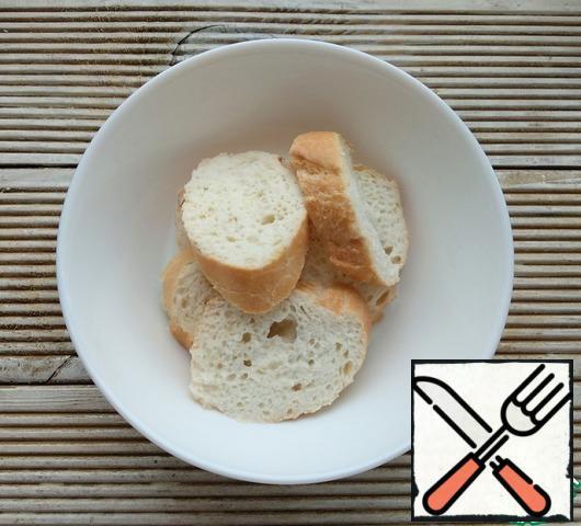 Soak white bread in milk, then squeeze it out.
