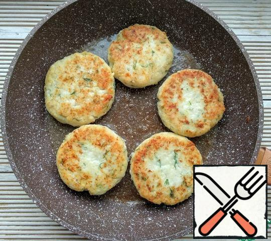 Fry until browned on each side over medium heat, then put the heat on the lowest, cover the pan with a lid and leave to languish for 10-15 minutes.
