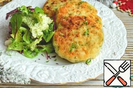 Ready cutlets can be served to the table. Cutlets are very tasty and tender)