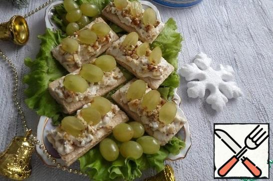 We serve snack bread on lettuce leaves. Bon Appetit!