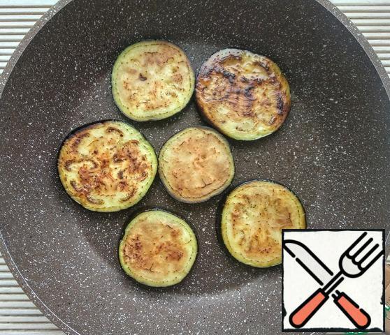 Fry the eggplant on both sides until Golden brown in vegetable (or olive) oil.