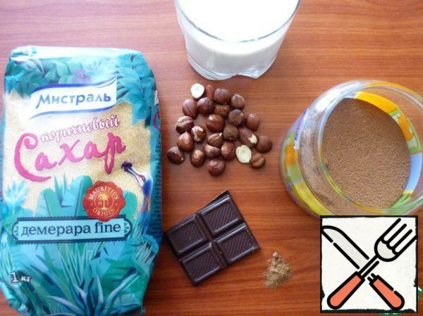 Grind the hazelnuts into a powder, mix with cocoa powder, nutmeg and sugar. Dilute 100 ml of cold milk. Mix with the remaining milk and bring, stirring, to a boil over low heat. Cook for 2-3 minutes.