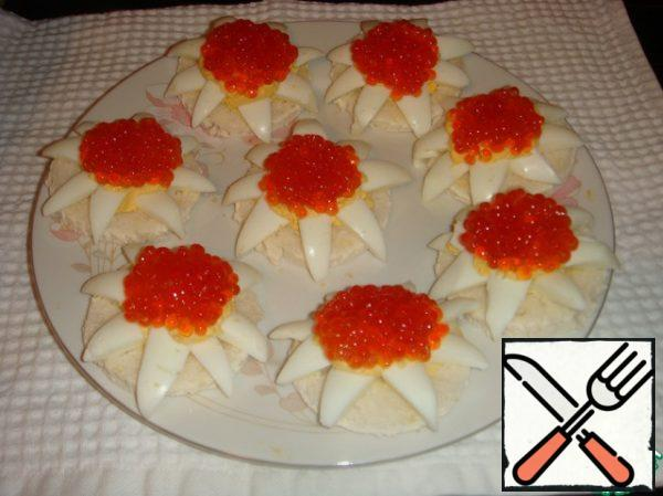 """Put a teaspoon of red caviar in the middle of each """"flower"""". You can serve it to the table."""